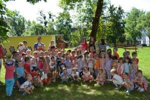 Ušká plné príbehov - ZŠ Hroncova číta deťom z MŠ Boženy Nemcovej